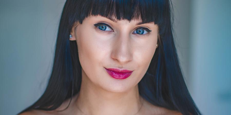 Цветотип Яркая зима: палитра, макияж, цвет волос и гардероб