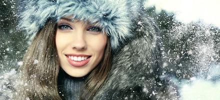 Укрепляем волосы перед зимой: отвар шиповника и миндальная маска