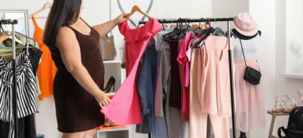 Как скрыть большой живот у женщины при помощи одежды?