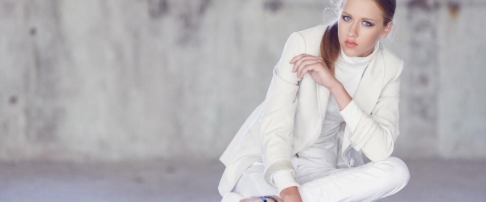 Белый цвет в одежде: фото, сочетания цветов, значение